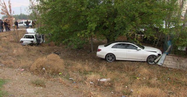 Elbistan'da feci trafik kazası! 3 otomobil çarpıştı...