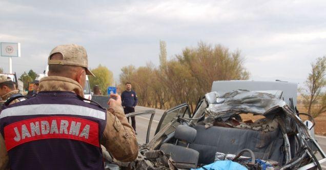 Afşin-Elbistan karayolunda otomobille hafriyat kamyonu çarpıştı: 1 ölü