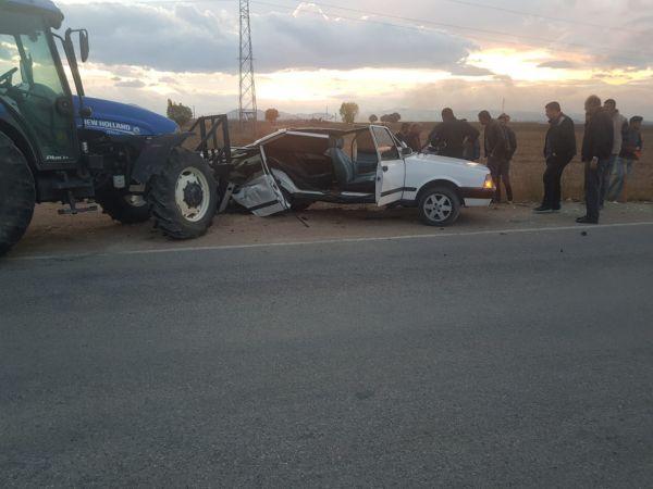 Elbistan'da traktörle otomobil çarpıştı: 2 yaralı