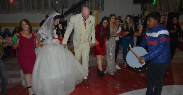Elbistan'a ingiliz damat! İngiliz damat davul zurnalı düğün istedi...