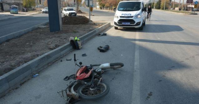 Elbistan'da korkutan kaza! Otomobil ile motorsiklet çarpıştı