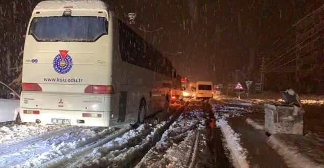 Göksun'da ulaşıma kar engeli! Onlarca yolcu ve araç mahsur kaldı