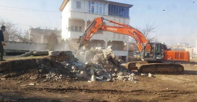 Elbistan Belediyesi tarafından tespit edilen 250 metruk binadan 108'i yıkıldı