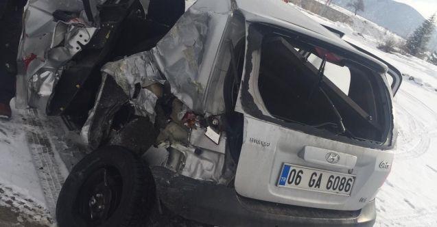 Afşin'de yolcu otobüsü ile otomobil çarpıştı: 1 yaralı