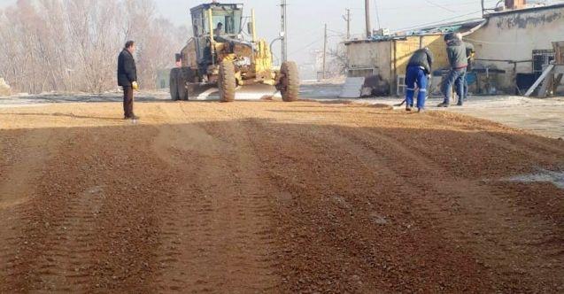 Elbistan Belediyesi kırsal mahallelerde yol çalışmalarına devam ediyor