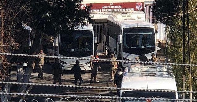 Elazığ cezaevinde bulunan hükümlüler Kahramanmaraş'taki cezaevlerine naklediliyor