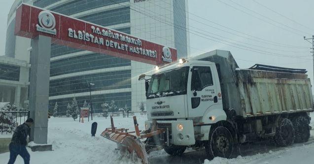 Elbistan Belediyesi'nden karla mücadele için yoğun mesai
