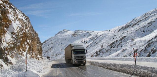 Çığ düşmesi sonucu kapanan Kayseri-Kahranmanmaraş yolu ulaşıma açıldı!