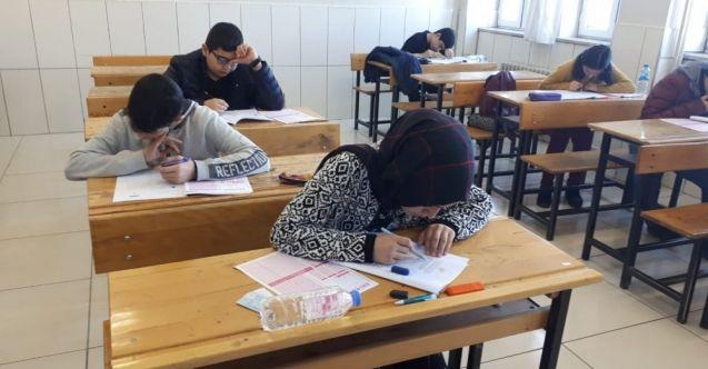 Elbistan'da 8.Sınıf öğrencileri matematik yarışma sınavında ter döktü