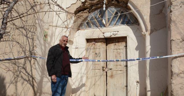 Elazığ depreminden sonra yaşadıkları ev mühürlenen Elbistanlı aile zor günler geçiriyor