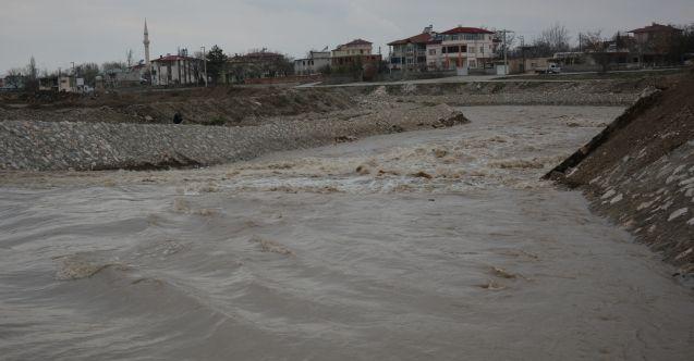 Elbistan'da Söğütlü Çayı'nın debisi yükseldi, evler boşaltıldı