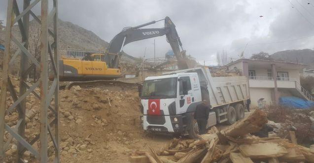 Elbistan Belediyesi tarafından tespiti yapılan 250 metruk binadan 180'i yıkıldı