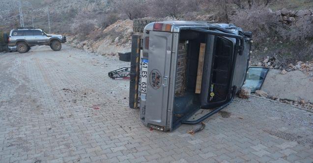 Elbistan'da freni boşalan arazi aracı devrildi: 2 yaralı