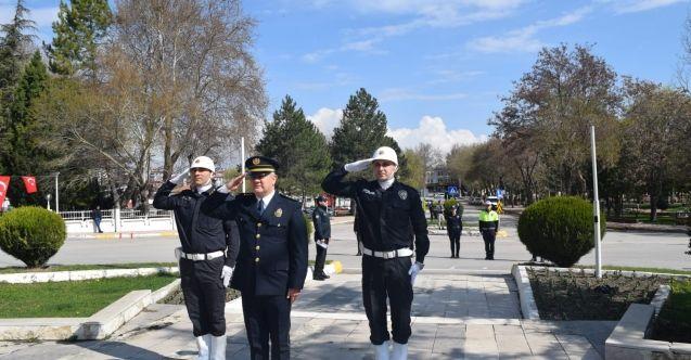 Elbistan'da polisten sosyal mesafeli çelenk töreni