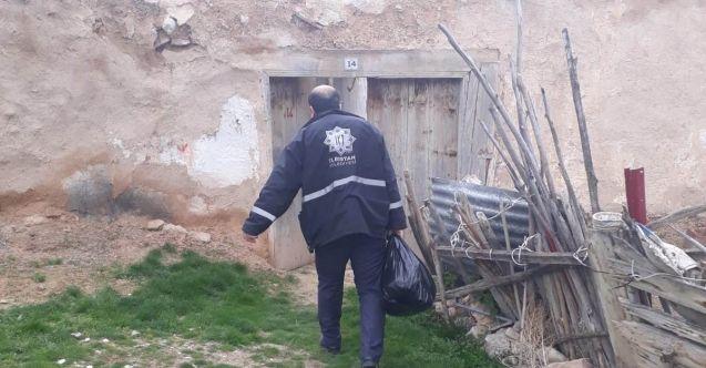 Elbistan'da zabıta ekipleri ihtiyaç sahibi aileler yardım paketlerini ulaştırıyor