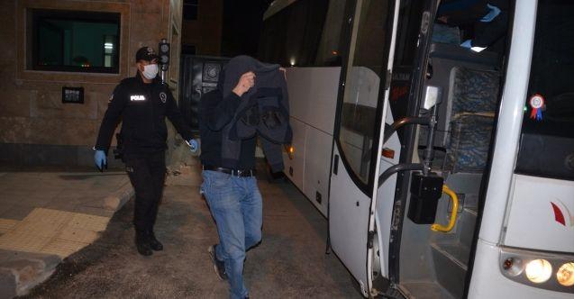 Kahramanmaraş'ta kahvehaneye çevrilen evde 8 kişi suçüstü yakalandı