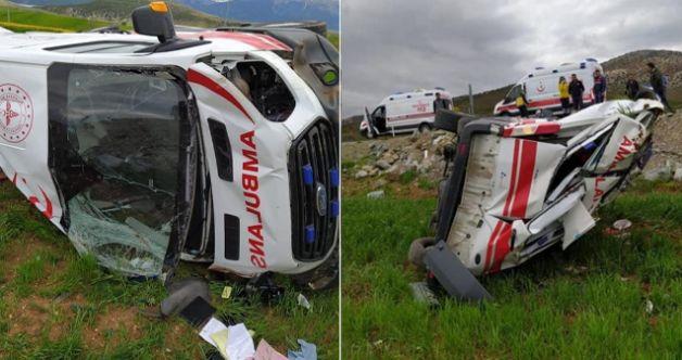 Afşin'de 112 sağlık ekibi kaza yaptı: 3 yaralı