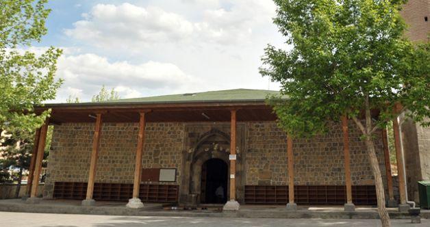Valilik açıkladı: Elbistan'da cuma ve vakit namazlarına şartlı izin