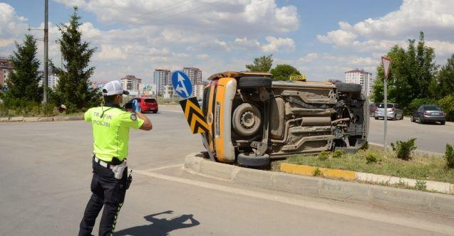 Elbistan'da direksiyon hakimiyeti kaybolan otomotil takla attı: 1 yaralı
