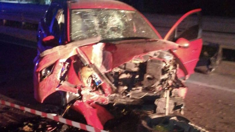 Elbistan'da feci kaza! Elektrik direğine çarpan otomobil hurdaya döndü