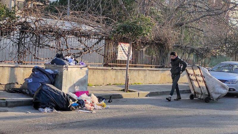 Maltepe Belediyesi'nde işçiler greve gitti, çöpler sokaklarda kaldı