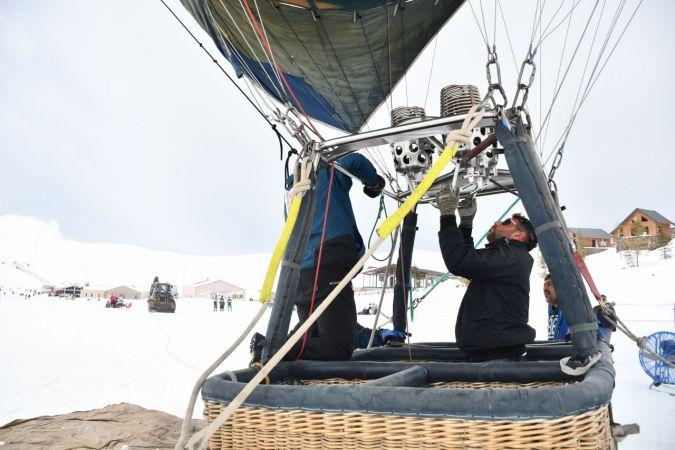 Yedikuyular Kayak Merkezi'nde sıcak hava balonu uçuşu yapıldı