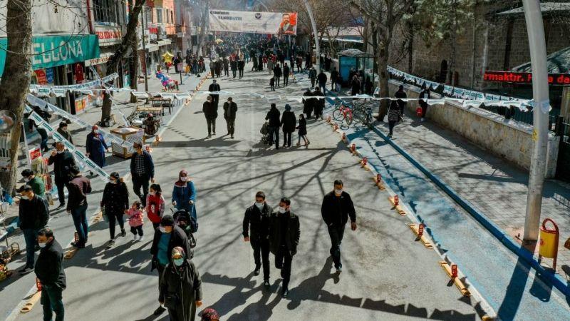 Elbistan Belediyesi esnafa can suyu oldu: Alışveriş Bayramı Ahmet Karacabey Caddesinde devam ediyor
