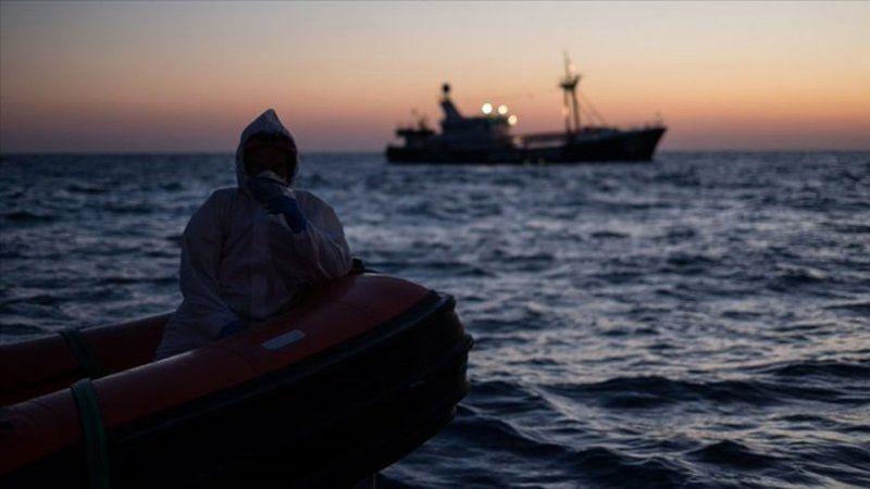 Akdeniz yine göçmenlere mezar oldu: 1'i çocuk 41 ölü