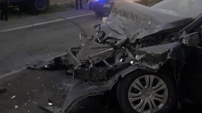 Elbistan'da otomobil ile kamyonet çarpıştı: 3 yaralı