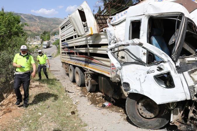 Feci kaza! Freni boşalan kamyon, araçları biçti