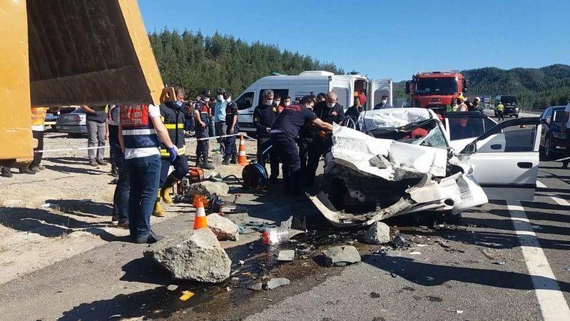 Kahramanmaraş-Kayseri karayolunda feci kaza: Aynı aileden 4 kişi hayatını kaybetti
