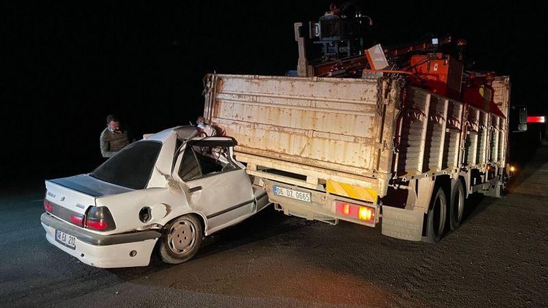 Elbistan'da otomobil kamyona arkadan çarptı: 1 yaralı