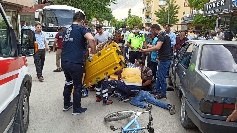 Elbistan'da otomobil ile bisiklet çarpıştı: Bisiklet sürücüsü ölümden döndü!