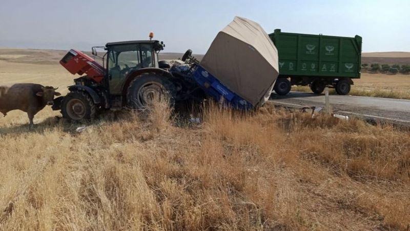 Elbistan'da traktörle kamyonet çarpıştı: 3 yaralı