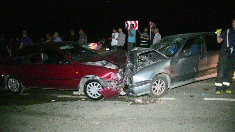 Elbistan'da feci kaza! Otomobiller kafa kafaya çarpıştı: 6 yaralı