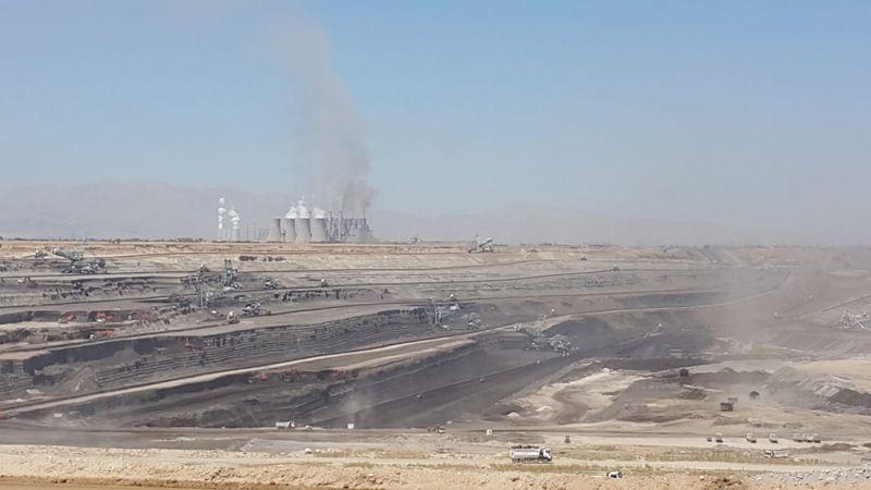 Kömür sahasında devrilen iş makinesinin operatörü yaralandı