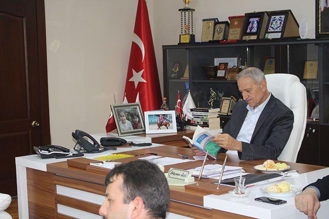 Gençlerden Başkan Dişli'ye kitaplı ziyaret