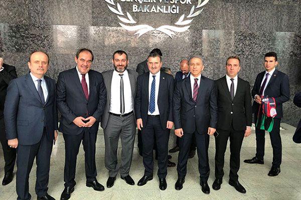 Bakan Osman Aşkın Bak kulüp başkanlarıyla buluştu