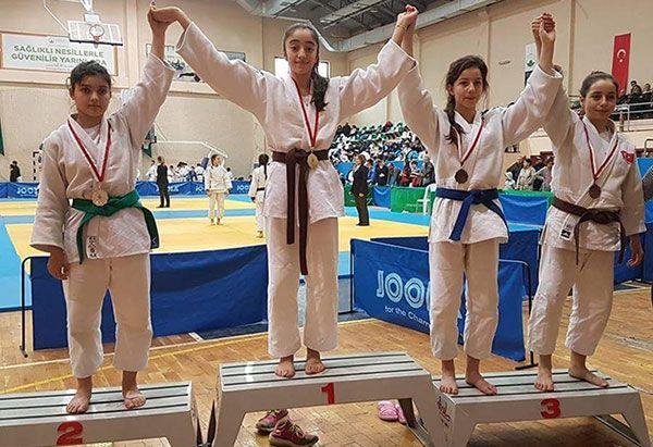 Asude Demir judoda rakip tanımıyor
