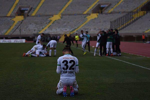 Sakaryaspor Karşıyaka'dan galibiyetle dönüyor: 1-0