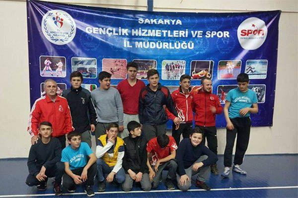 Akyazı'dan 7 güreşçi şampiyonaya gidiyor