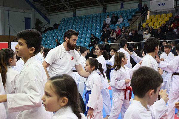 Şampiyondan genç sporculara öğütler