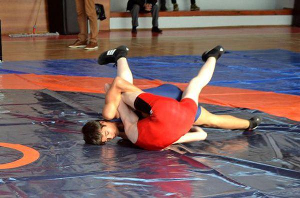 """Cumhuriyet Kupası güreş turnuvasında """"Kupa ve Madalyalar"""" sahiplerini buldu"""