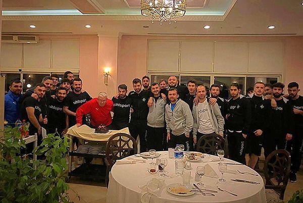 İsmail Ertekin'in yeni yaşını kutladılar