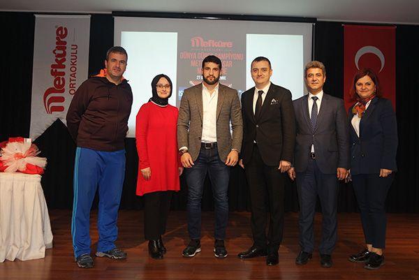 Dünya şampiyonu Mefkûre Kolejlerinde