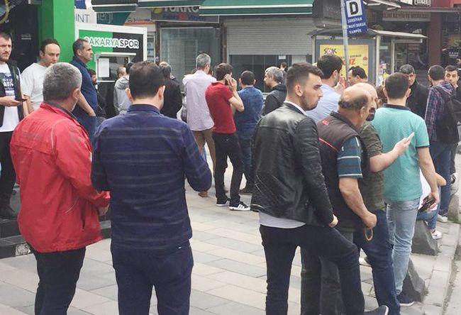 Yetişen Samsunspor biletlerini alıyor...