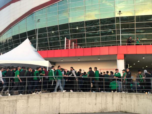 Taraftarlar stadyuma ulaştı. İşte ilk fotoğraflar