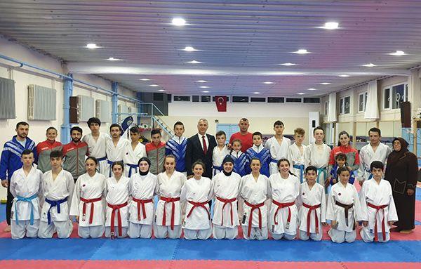 Karateciler Romanya yolcusu