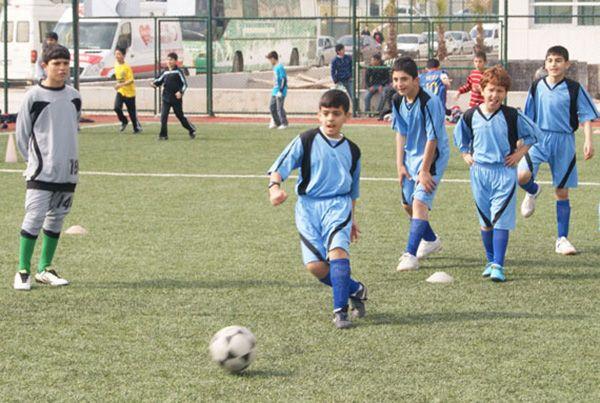 Çocuklar futbola doyacak