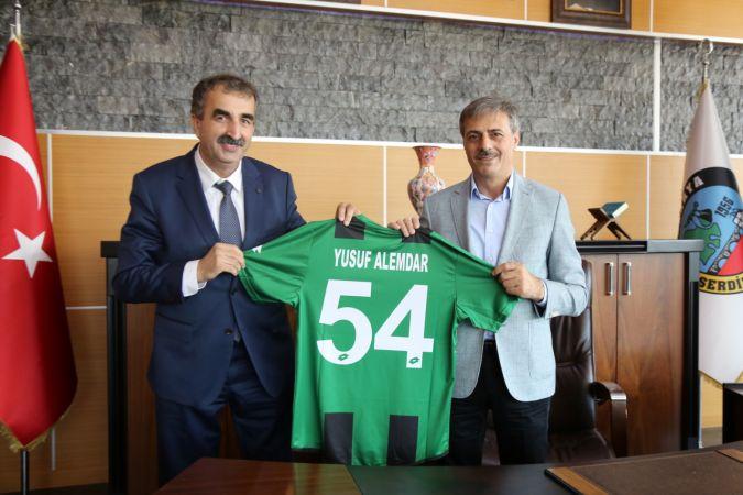 Alemdar Sakaryaspor'un yeni yönetimini ağırladı